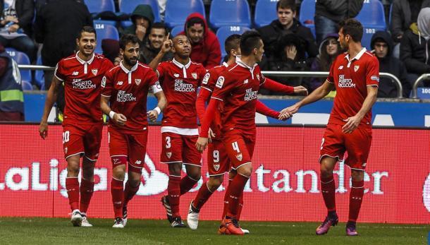 L'esultanza sevillista nel 2-3 al Deportivo | Foto: orgullobiri.es