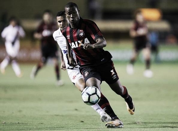 Ribamar pode voltar à campo pelo Atlético-PR neste domingo (Foto: Buda Mendes/Getty Images)
