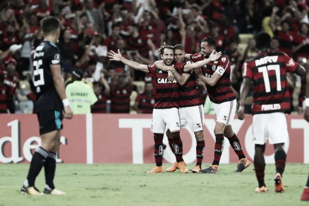 Éverton Ribeiro marcou os dois gols da classificação na Libertadores, contra o Emelec. Foto: Gilvan de Souza/Flamengo