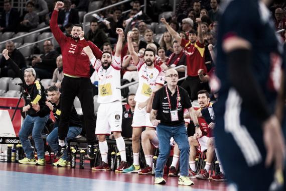 Jordi, con puño apretado, festeja uno de los tantos de la victoria ante Francia   Foto: http://cro2018.ehf-euro.com