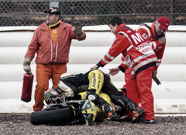 Rins crashes out of a podium position with three laps to go | Photo: Getty
