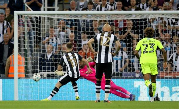 Ritchie dispatches his spot-kick (Photo: chroniclelive.co.uk)