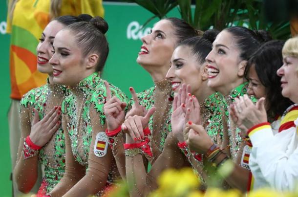 Las españolas, entre ellas Quereda y López, celebran la plata en gimnasia rítimica   Fuente: COE.