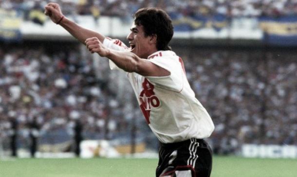 Ortega festejando su primer gol a Boca, en 1994 | Foto: La Página Millonaria