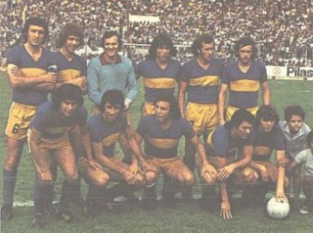 Sánchez; Pernía, Mouzo, Rogel y Ovide; Benítez, Peracca y Romero; Ponce, Curioni y Guerini, la formación de Boca para el Superclásico del Torneo Metropolitano de 1973 |  Foto: historia de Boca