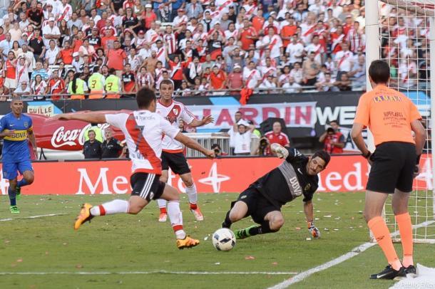 Alonso la pifió solo y Mora no puede ante Orion (Foto: