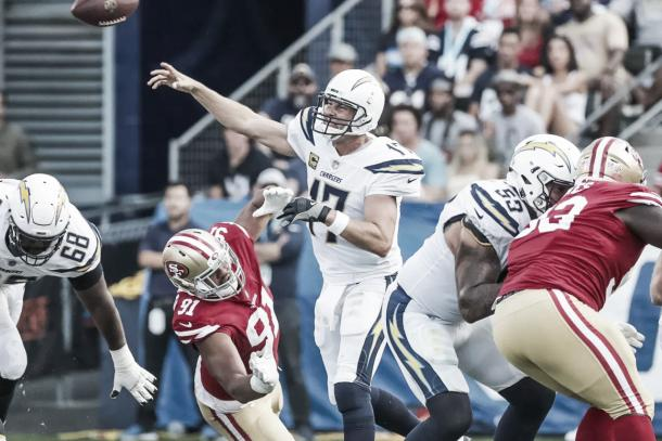 Philip Rivers dio tres pases de touchdown | Foto: Chargers.com