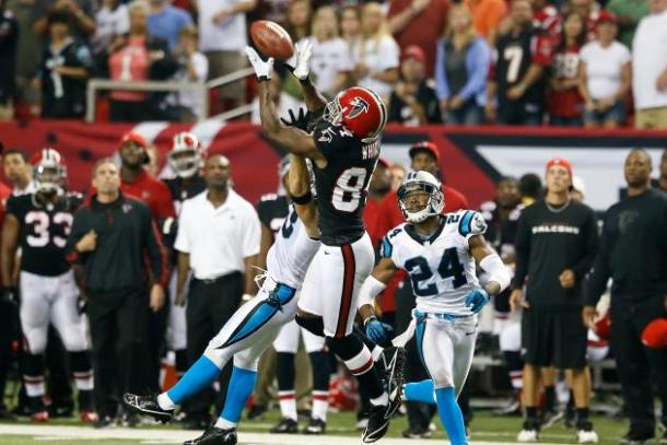 Roddy White makes an outstanding catch - the Carolina Panthers. (Source: Kevin C. Cox/Getty Images)
