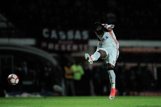 Momento do gol de Rodinei; lateral vive melhor momento desde chegada ao Fla | Foto: Staff Images/Flamengo