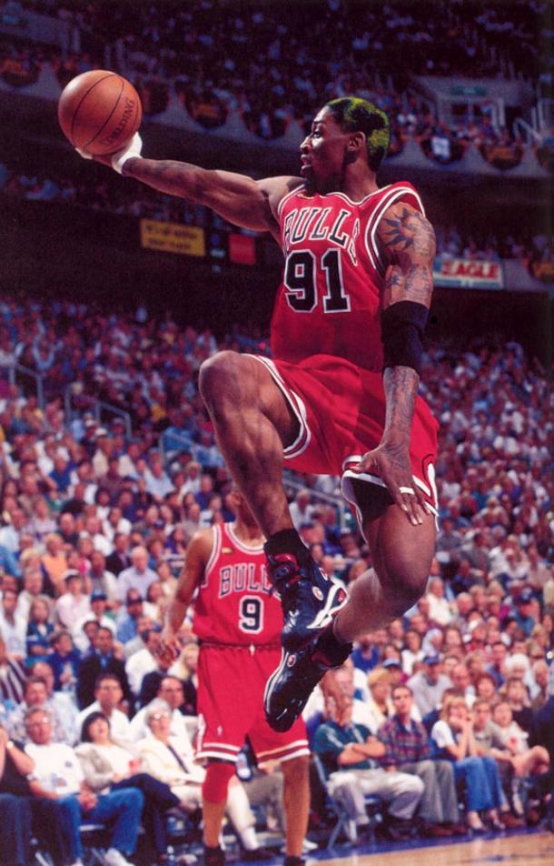 Rodman hizo bello algo tan mundano como la captura de un rebote   Fuente: NBA.com