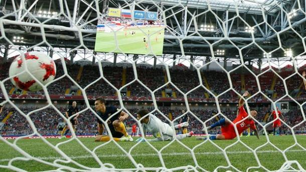 La palla calciata da Rodriguez termina in rete | www.theguardian.com