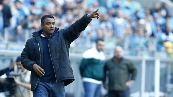Roger se mostrou frustado ao término do jogo (Foto: Lucas Uebel/Grêmio)