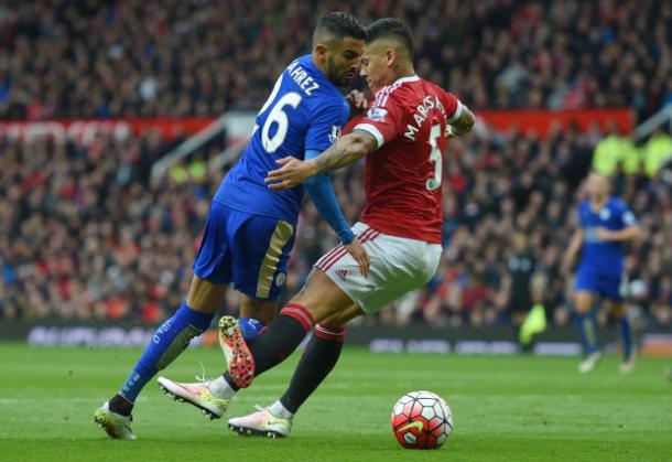 Marcos Rojo blatantly fouled Riyad Mahrez in the box and was lucky it wasn't called for a penalty kick. | Photo: Michael Regan/Getty Images Sport