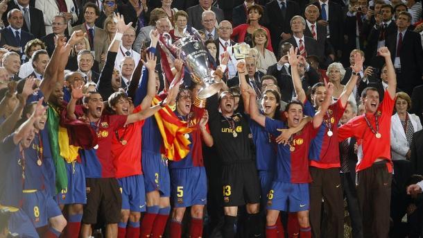 Los azulgranas levantando el trofeo en 2009 / Foto: FC Barcelona