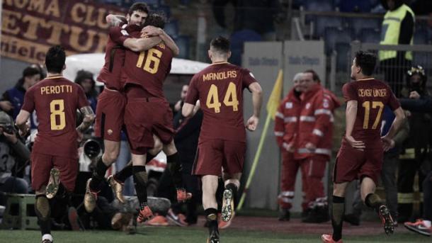 Vario jugadores de la AS Roma celebran el tanto que daba el triunfo en el Olímpico de Roma | Foto: Gettyimages