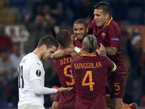 I giocatori della Roma dopo un gol al Viktoria Plzen