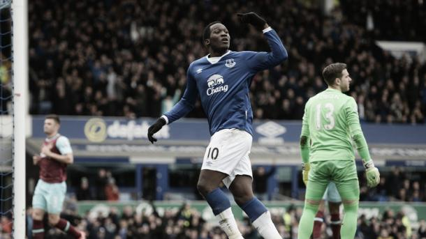 Everton's Romelu Lukaku celebrates scoring his team's first goal. | Image: Sky Sports