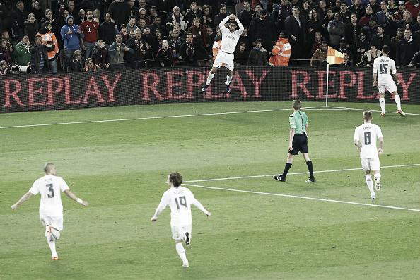 Ronaldo não cansa de comemorar gols no Camp Nou (Foto: Pau Barrena/ Getty Images)