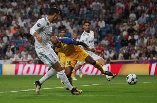 Il primo goal di Ronaldo contro l'APOEL | www.mirror.co.uk
