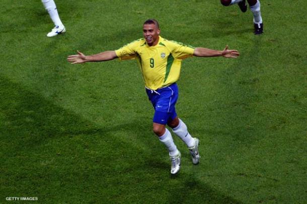 Com o gol contra a Bélgica, Ronaldo chegou a média de 1 gol por jogo na Copa de 2002 (Foto: Getty Images)
