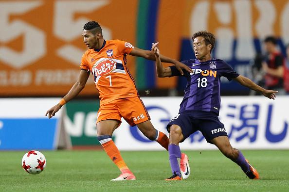 Rony em sua passagem pelo Albirex Niigata, jogador terminou como artilheiro do time. (Foto: Koji Watanabe - JL/Japan Football)