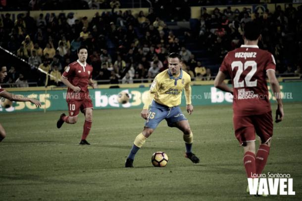 Roque Mesa frenta al Sevilla FC // Laura Santana