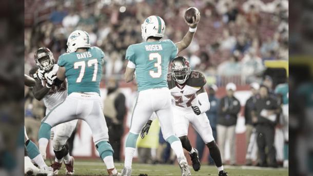 el Qb Josh Rosen ha realizado un regular partido frente a los Buccaneers (foto Dolphins.com)