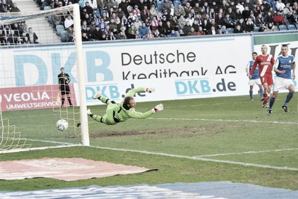 Tom Weilandt puts Hansa 1-0 ahead during the last fixture between the two, back in April 2012. (Photo: rostock-heute.de)