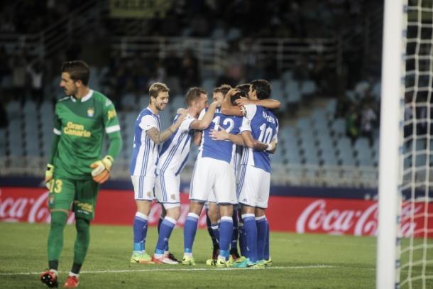 Los jugadores de la Real celebran uno de los goles anotados ante el Las Palmas Foto: Oscar Alonso