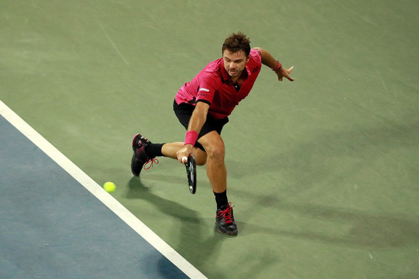 Wawrinka hits a backhand (Photo by Michael Reaves/Getty Images)