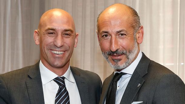 Aitor Elizegi, a la derecha, junto al actual presidente de la RFEF, a la izquierda | Foto: athletic-club.eus