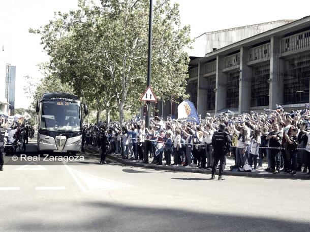 Recibimiento de la afición al equipo previo al choque contra el Sporting. Foto : Real Zaragoza.