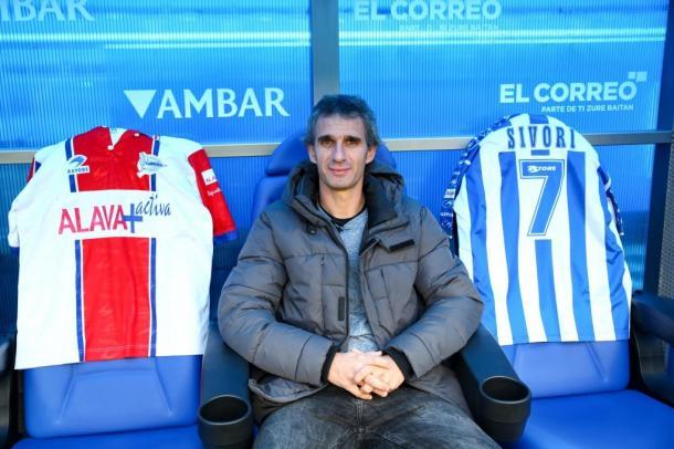 Arturo Igoroin, SÍVORI, en el banquillo albiazul. Fuente: deportivoalaves.com