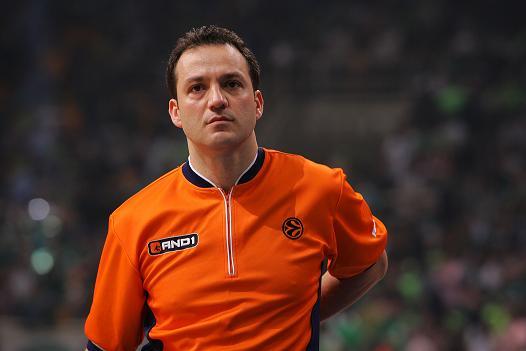 Tolga Sahin será el árbitro principal del encuentro. | Fotografía: siciliabasket.it