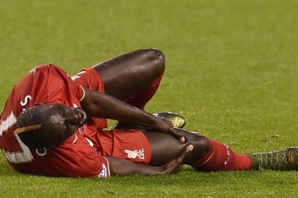 Sakho down injured against Palace (photo: reuters)