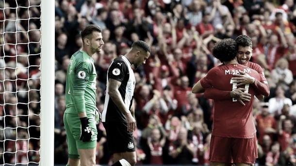 Salah agradeciendo el pase a Firmino./ Foto: Premier League