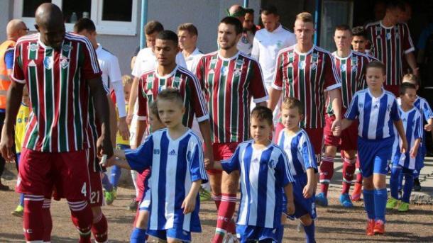 Assim como a base, o Flu Samorín, da Eslováquia, ainda veste Adidas (Foto: Divulgação/Fluminense FC)