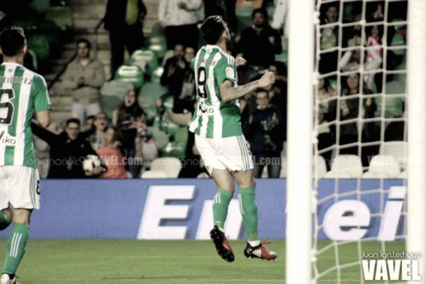 Sanabria celebrando el gol de la victoria en el Bernabéu