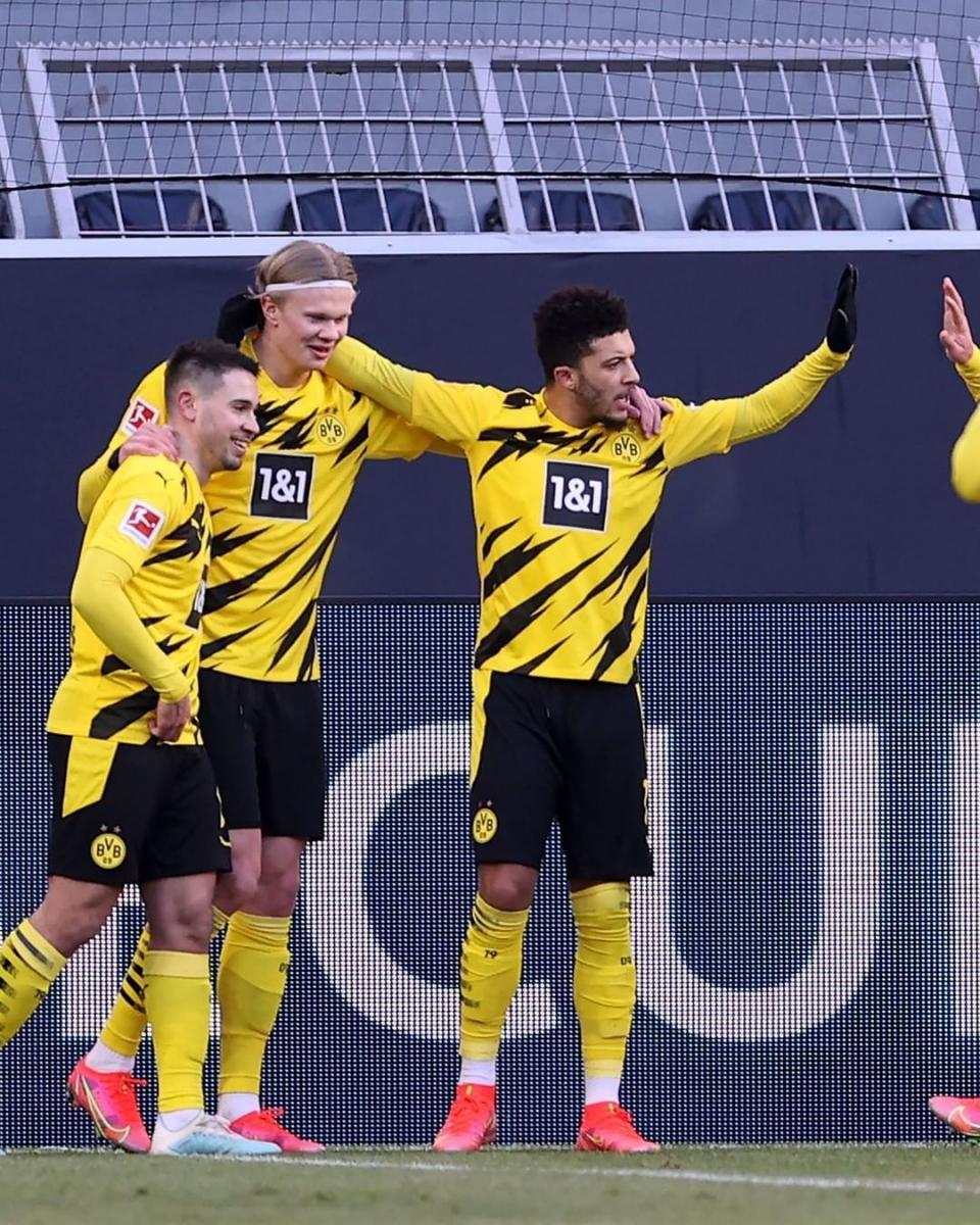 Jadon Sancho celebrando el gol con sus compañeros / Foto: @bundesliga