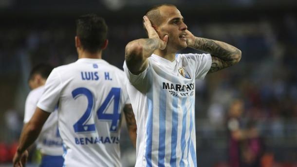Sandro comemora o gol contra o clube que o revelou (Foto: EFE)