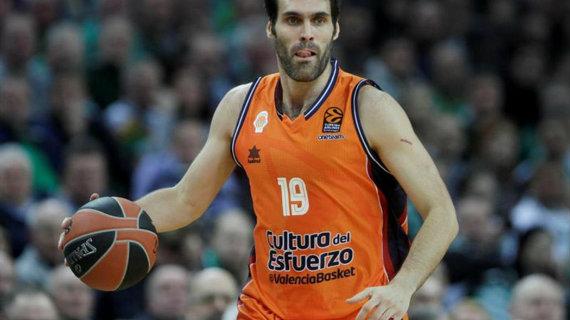 Fernando San Emeterio botando el balón | Fuente:  eurosport.com
