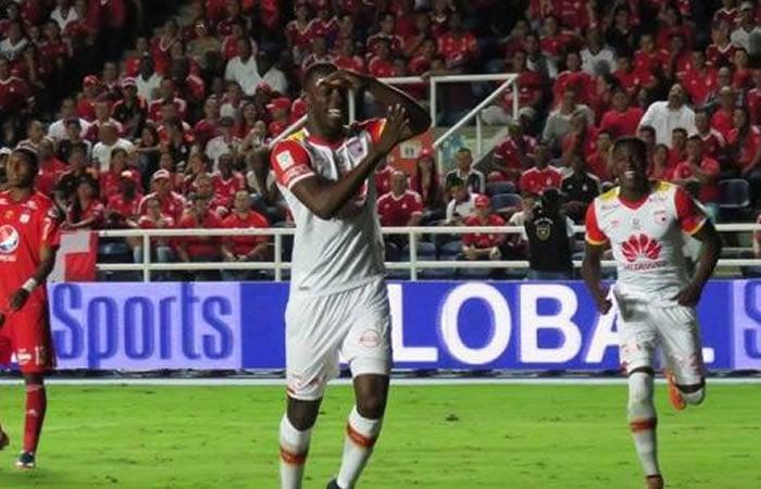 <strong><a  data-cke-saved-href='https://vavel.com/colombia/futbol-colombiano/2020/12/10/santa-fe/1050738-cual-es-el-presente-de-la-nomina-que-puso-a-santa-fe-en-la-gloria-continental.html' href='https://vavel.com/colombia/futbol-colombiano/2020/12/10/santa-fe/1050738-cual-es-el-presente-de-la-nomina-que-puso-a-santa-fe-en-la-gloria-continental.html'>Baldomero Perlaza,</a></strong> hasta el pasado martes, el último anotador para <strong><a  data-cke-saved-href='https://vavel.com/colombia/futbol-colombiano/2021/10/07/santa-fe/1088418-puntuaciones-de-independiente-santa-fe-tras-ganar-en-cali.html' href='https://vavel.com/colombia/futbol-colombiano/2021/10/07/santa-fe/1088418-puntuaciones-de-independiente-santa-fe-tras-ganar-en-cali.html'>Santa Fe</a></strong> en una victoria frente a América como visitante. Imagen: Colombia.com