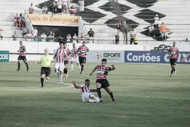 Jogo equilibrado na primeira etapa. Foto: Ney Gusmão/VAVEL Brasil