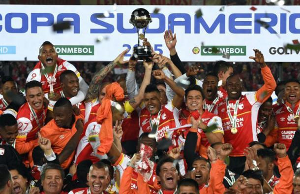 La Copa Sudamericana, el mayor logro de Santa Fe en su historia, bajo la presidencia de César Pastrana | Foto: CONMEBOL
