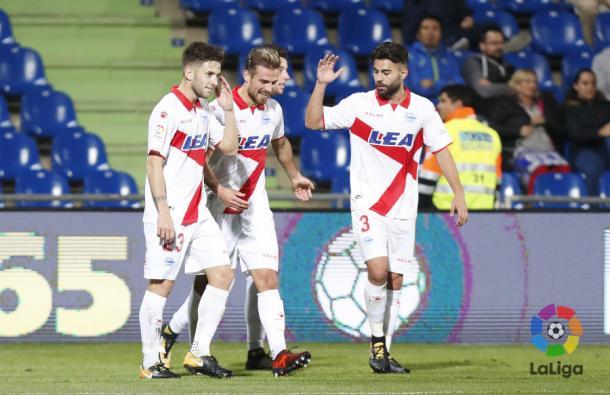 Santos celebra su gol con algunos compañeros. / Foto: La Liga