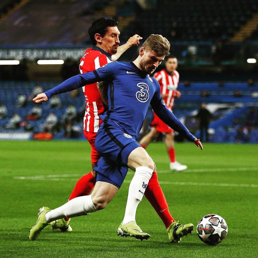 Timo Werner versus Savic en un encuentro de Champions League / Foto: Chelsea FC