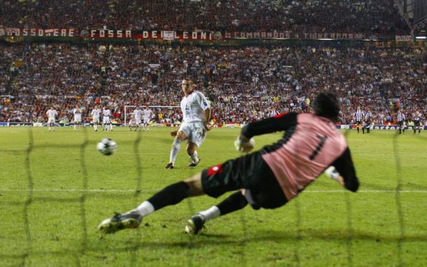 Il rigore di Sheva nella finale di Manchester. Fonte: Reuters.