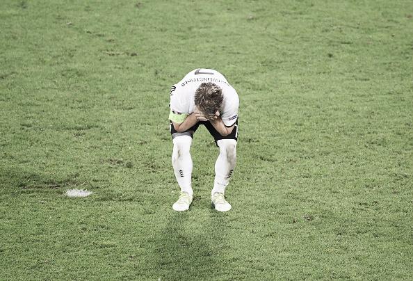Schweinsteiger is despondent after missing his spot-kick | Photo: Anadolu Agency