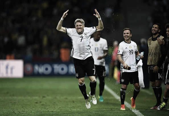 Schweinsteiger was delighted with his late goal | Photo: Martin Bureau/ AFP