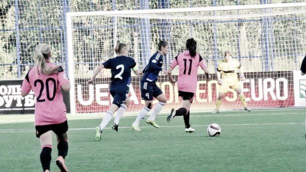 Scotland's Lisa Evans runs at the Belarusian defence Photo: Twitter @ScottishFA